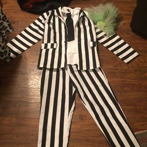 Beetle juice xtra large costume with wig.